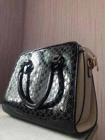 Продам лаковую модельную сумку