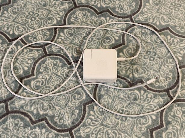 Продам USB-C Power Adapter 61 W (б/у). Привезён из Штатов. Орргинал.