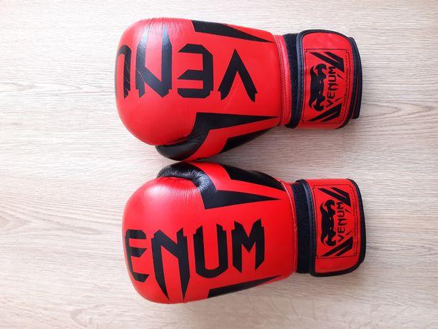 Продам перчатки для бокса,кикбокса Venum
