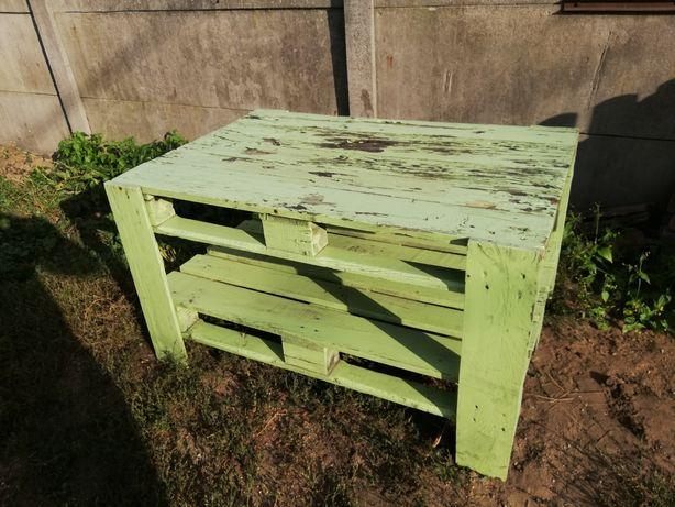 Stół ogrodowy z palet. Za darmo