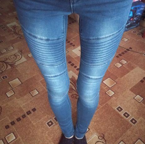 Моднячие джинсы на худенькую девушку