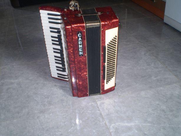 Sprzedam acordeon CARMEN