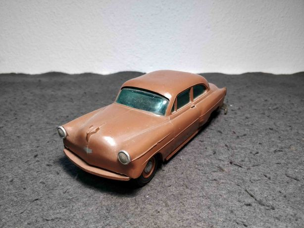Brinquedo antigo miniatura carro Chevrolet mealheiro brinde de stand