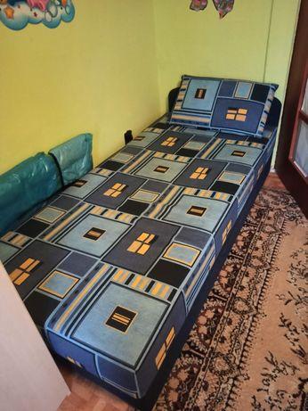 Łóżko z poduszką