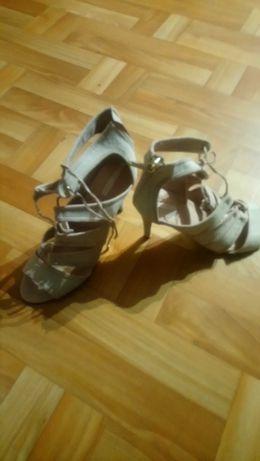 Sandałki Stradivarius 39
