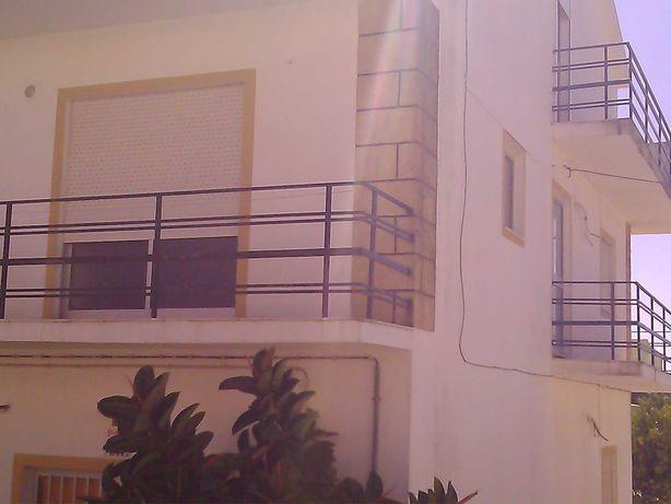 T1 com exposição solar e varandas excelentes ao ano