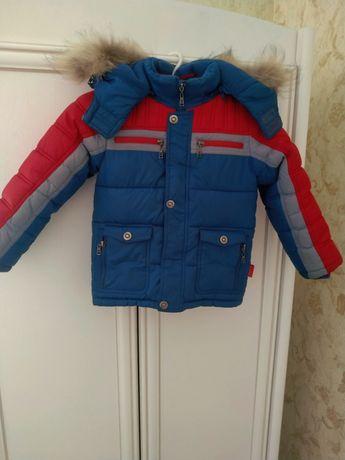 Тепла зимова куртка на 6-7 років з натуральною опушкою