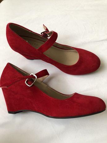 Замшеві туфелькі червоні