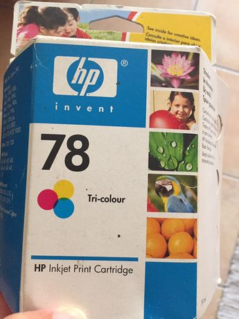 Tinteiro HP tricolor para impressão a jato.