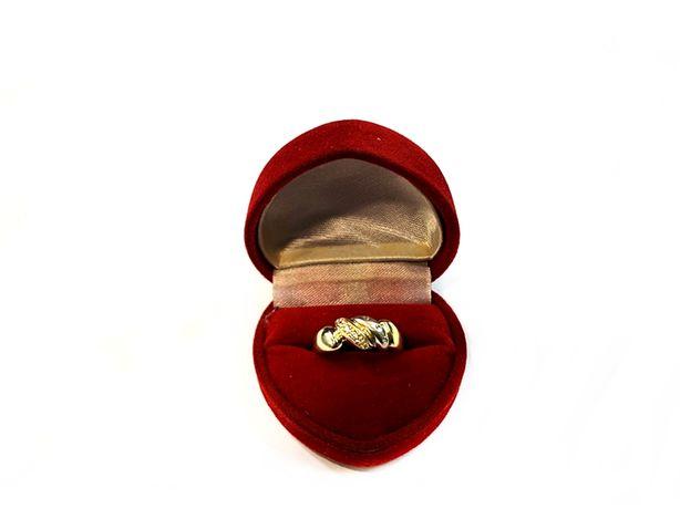 Złoty pierścionek z 5 cyrkoniami p.585 3,79g