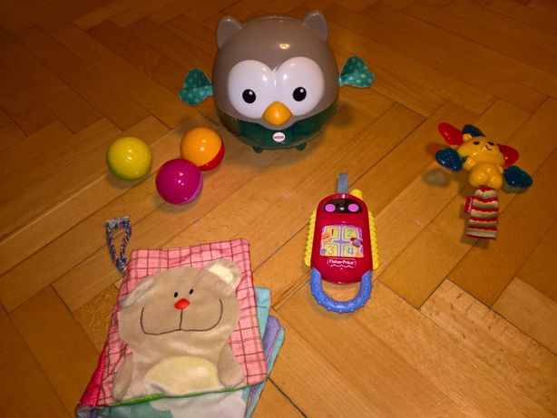 Książeczka sensoryczna + zabawki Fisher Price: sowa, telefonik, gryzak