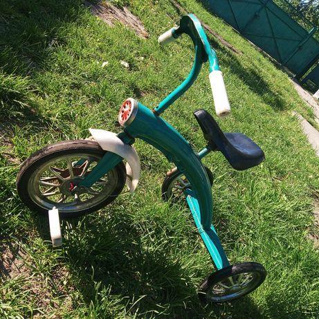 Детский трёхколёсный велосипед СССР.