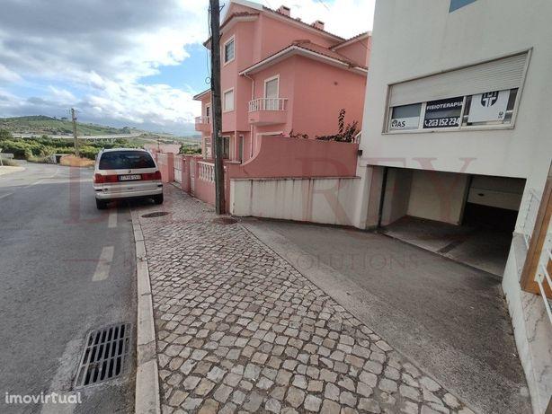 Armazém/ Garagem/ Box com 59 m2 no Centro do Carregado