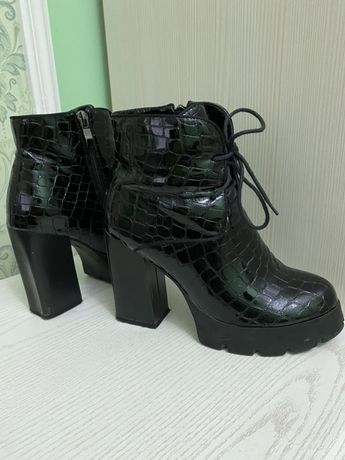 Черевички, чоботи, чобітки, ботинки