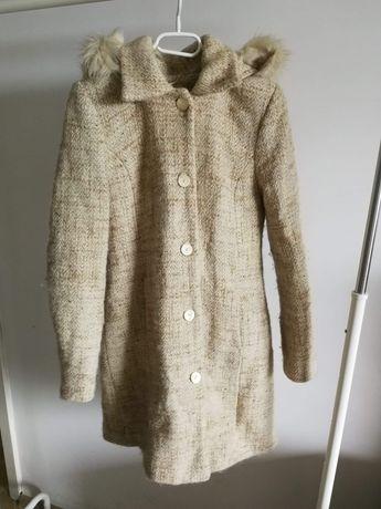 Jasny, długi, ciepły płaszcz