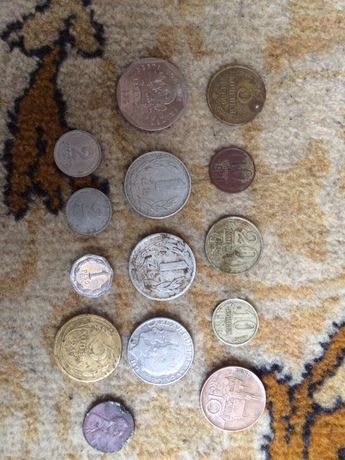 Монети різних років.