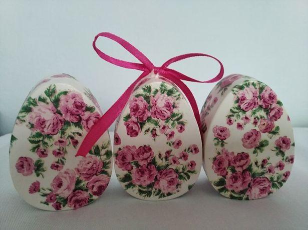 Pisanka decoupage - różowe kwiaty