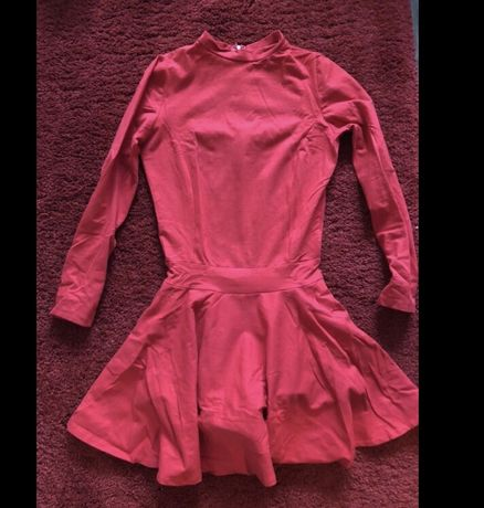 Śliczna czerwona sukienka / dół spodenki