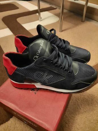 Продам кожані кросівки