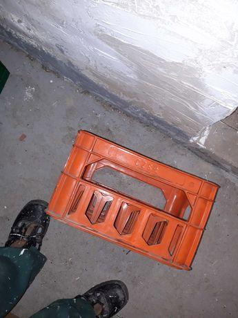 Pomarańczowy transporter retro  na wodę mineralną