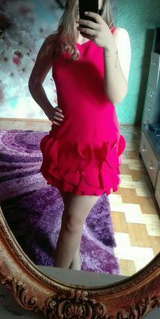 Hit lata, malinowa sukienka z falbaną na dole