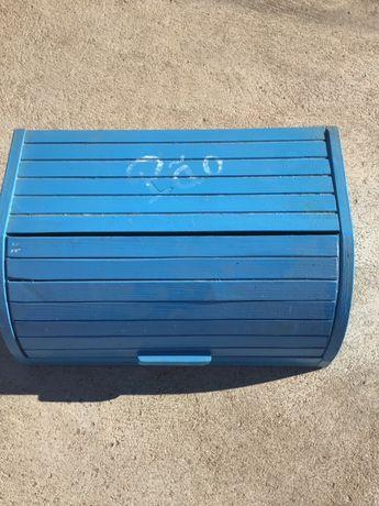 Caixa em madeira pintada de azul para pão ou outras fins
