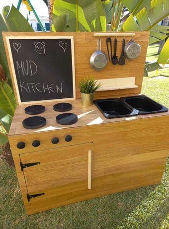 """Mud Kitchen / Cozinha de """"Lama"""""""