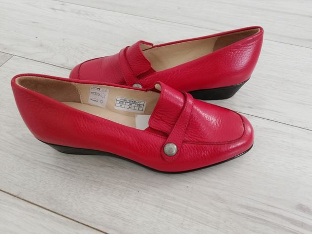 Nowe skórzane pantofle mokasyny
