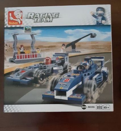 Racing Team Sluban com 300 peças