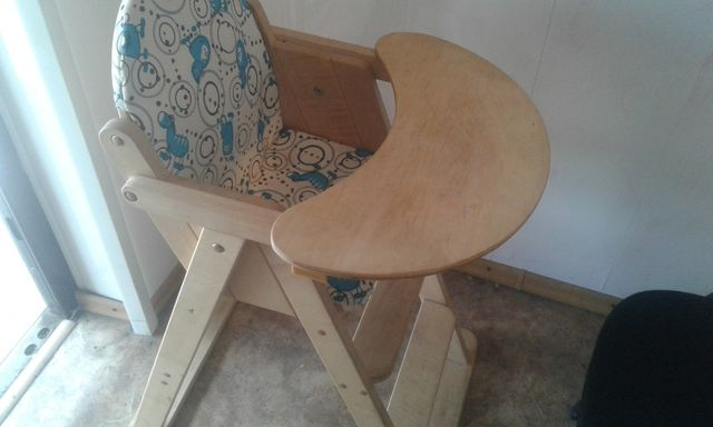 Продам детский столик(натуральное дерево)