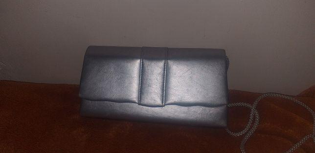 Mała srebrna torebka