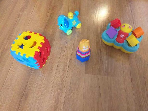Zabawki: sorter Fischer Price, kostka, jeżdżący piesek, kubeczki