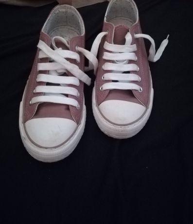 Lote Sapatilha n 37 e sapatos SALDOS Estômbar E Parchal - imagem 1