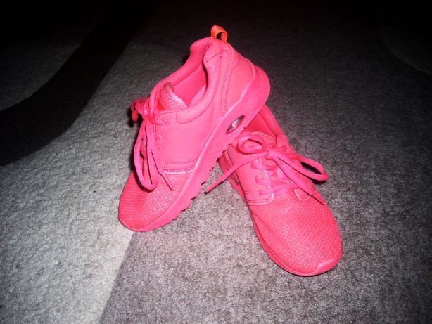 Яркие и стильные кроссовки