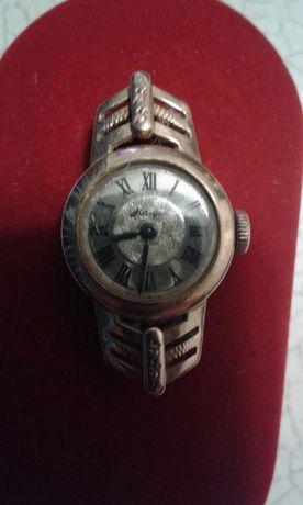 Продам золотые часы Наири (583 проба, СССР)