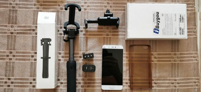 Telefon Xiaomi Mi5 stan bardzo dobry z akcesoriami