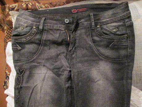 Гарні джинси жіночі.
