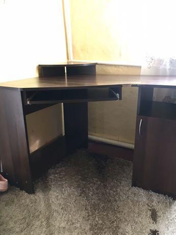 Письменный стол , подойдет и для компьютера