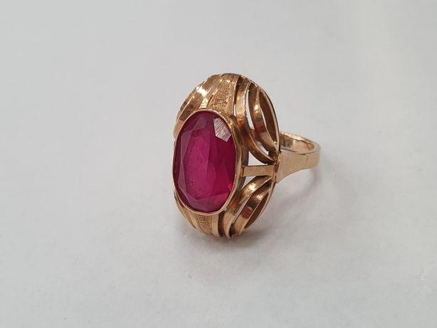 Piękny złoty pierścionek damski/ 585/ 7.5 gram/ R14/ Czerwone oczko