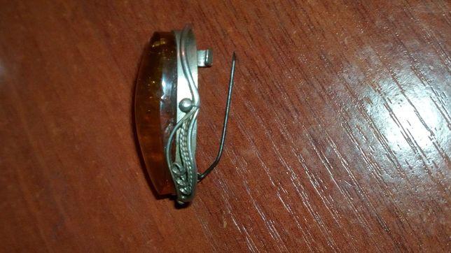 Брошка старинная серебро с янтарем