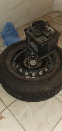Roda de carro com pneu novo