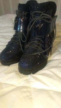 Ботинки зимние. 36 размер, идеальное состояние.Сникерсы со стразами.