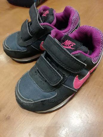 Buty Nike r.21 11 cm