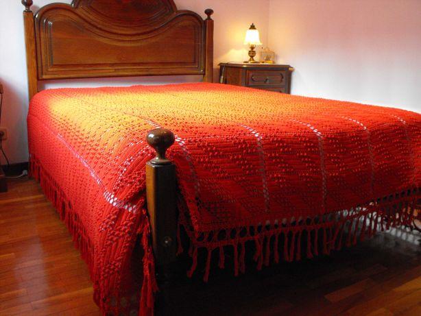 Colcha vermelha em croché