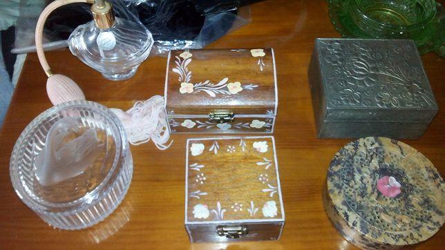 Lote de 1 frasco de perfume+ 3 guarda jóias