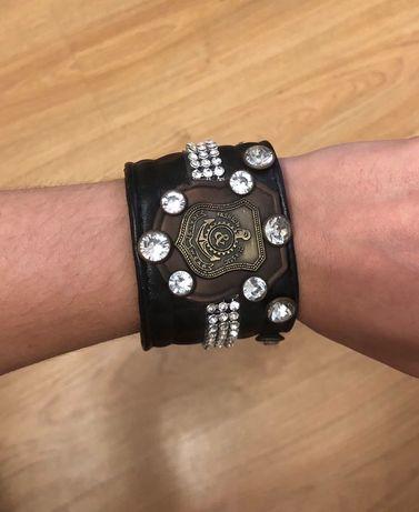Кожаный браслет с камнями и стразами