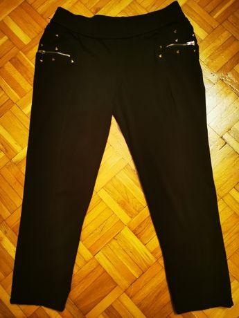 Śliczne spodnio-leginsy damskie w kolorze czarnym z kolcami