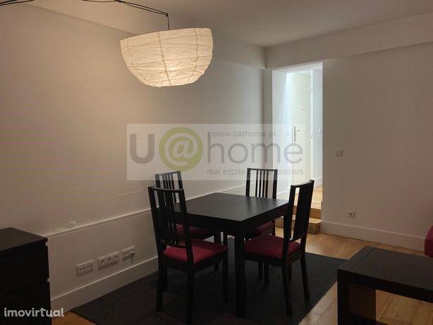 Apartamento T0 remodelado, com cozinha, totalmente mobila...