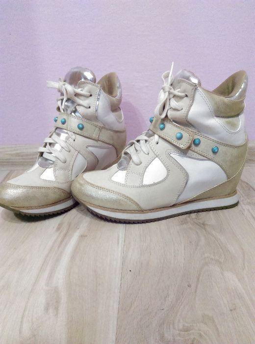 Sportowe buty na koturnie Czarna - image 1