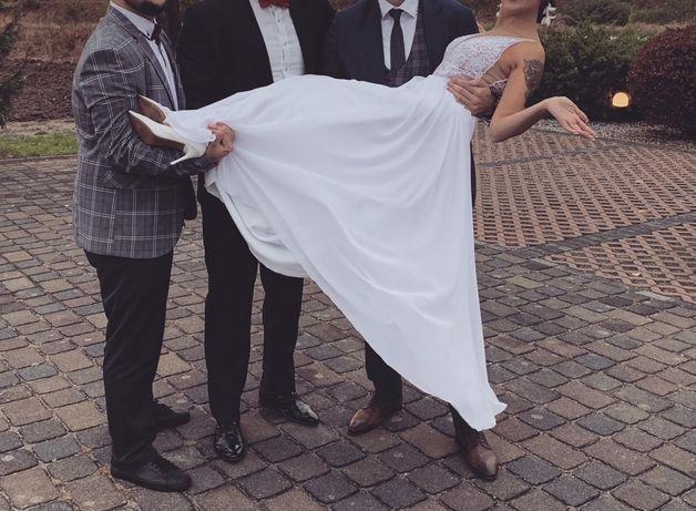 Suknia ślubna z muślinem i koronka